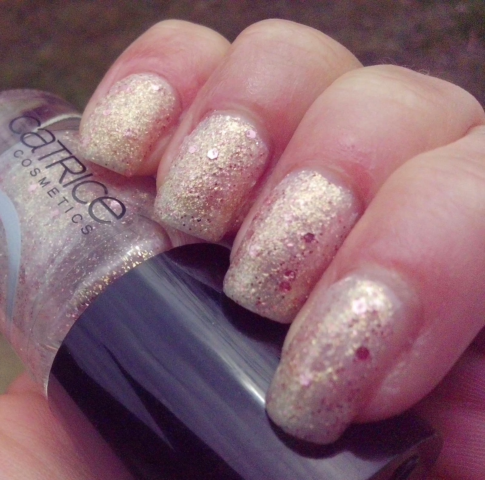 catrice-crushed.crystals-oyster-and-champagne-swatch-picture