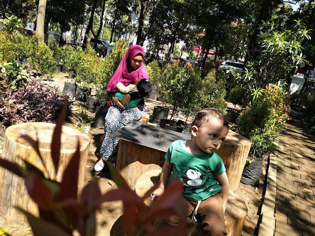 Quality Time Asyik dan Irit di Taman Balai Kota Bandung