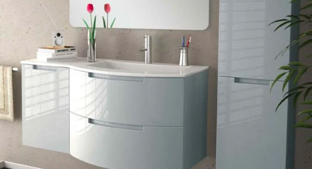 A curvy, sensual vanity in white gloss by La Toscana makes this bathroom special.