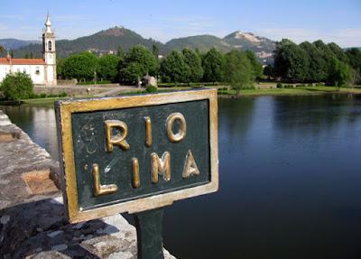 igreja, rio lima e placa do rio lima