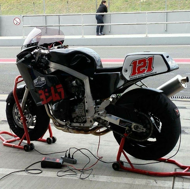 Suzuki GSXR Slabside Race Bike
