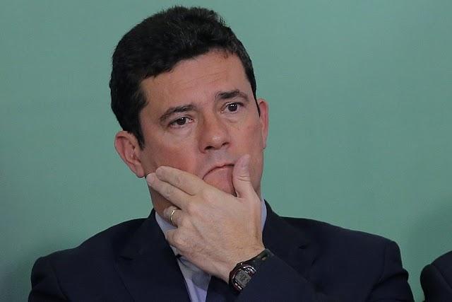 SÉRGIO MORO PEDE DEMISSÃO E BOLSONARO RESISTE