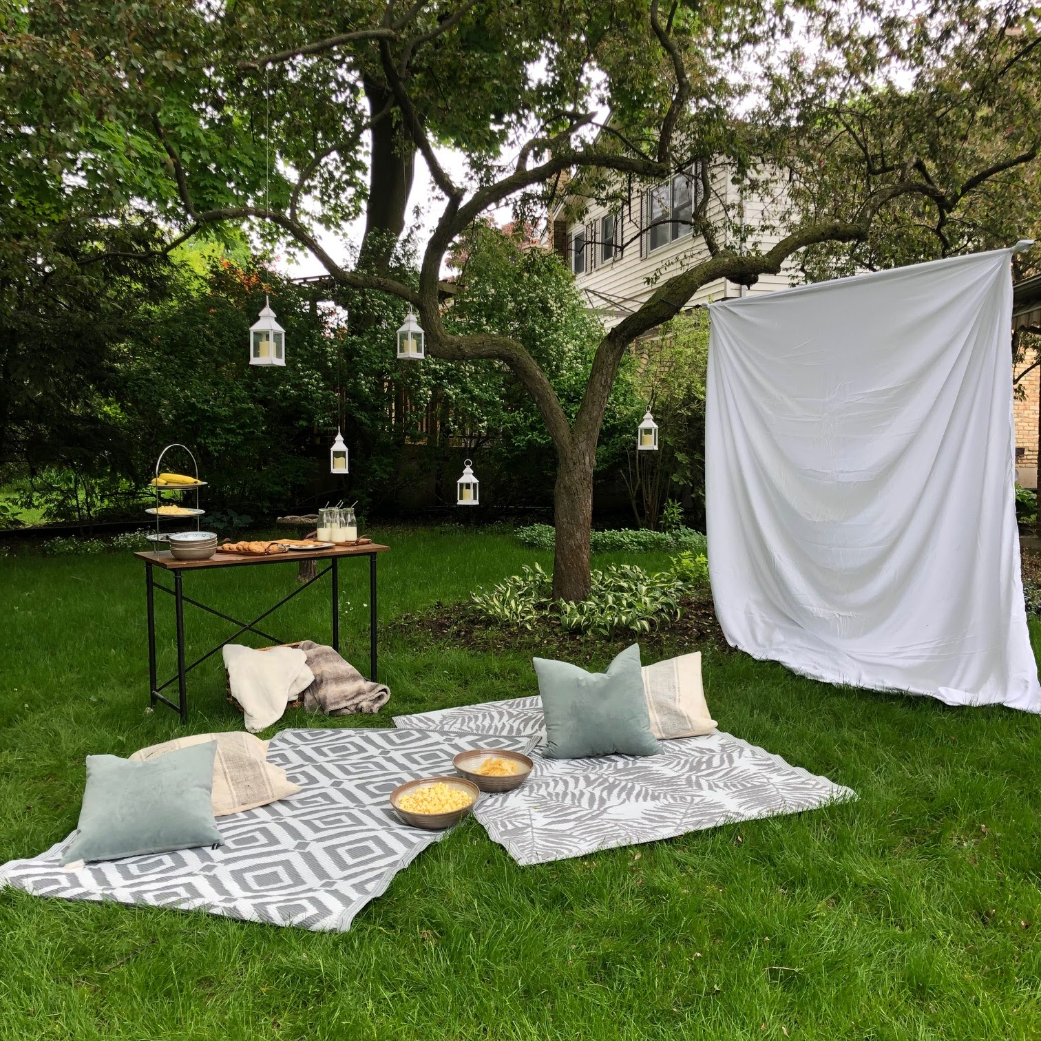 diy-outdoor-movie-night-harlow-thistle-1222