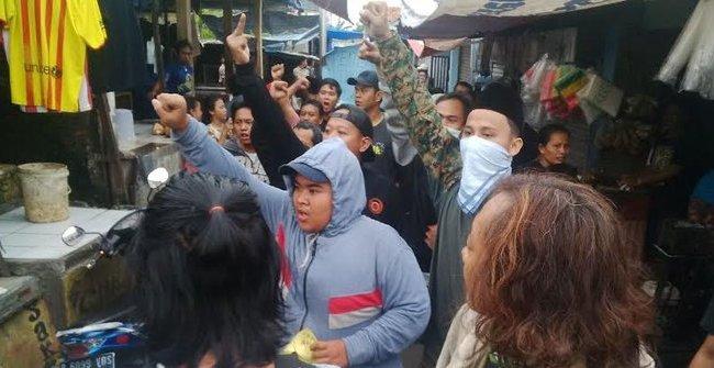 Dihadang Sekelompok Orang, Ahok Dievakuasi Naik Angkot ke Polsek Kebon Jeruk