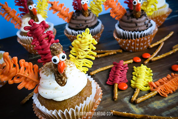 Decorate cupcakes for Thanksgiving!