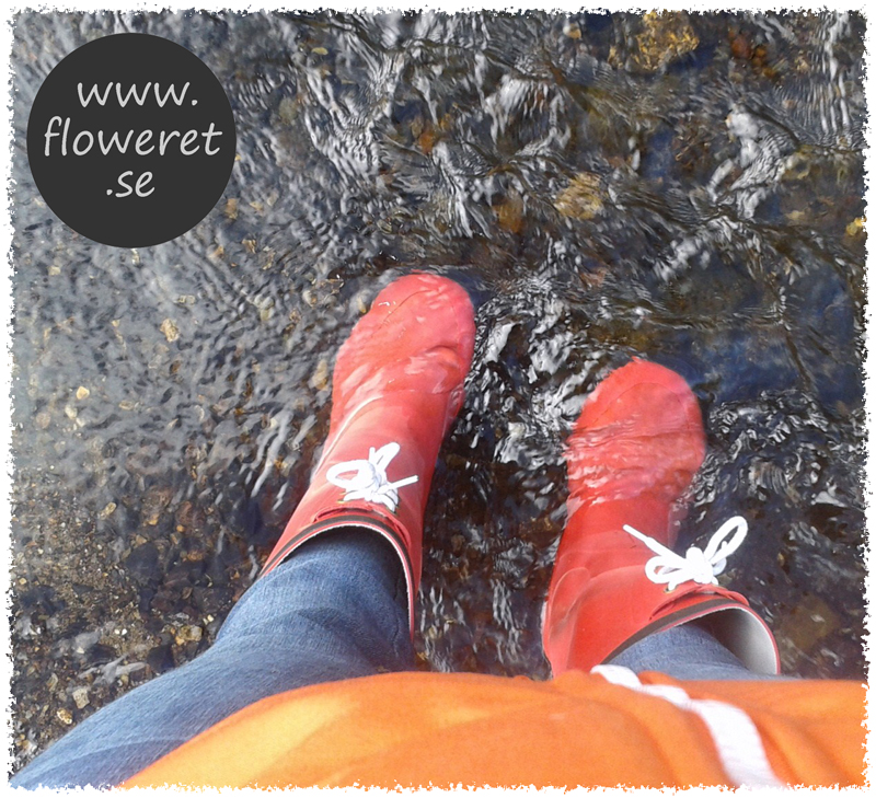 rubberboots in water creek red orange clear