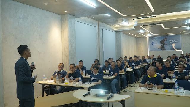 Rajatul Alam bersama peserta Seminar di Surabaya