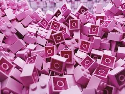 Piezas de Lego en color rosa