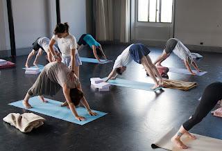 cursos de yoga de grupo en Ginebra por Pilar Grau