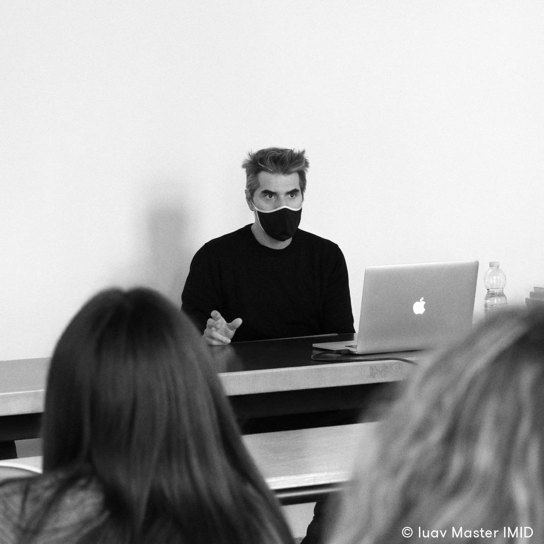 03_iuav_master_interactive_media_for_interior_design_il_direttore_Luciano_Comacchio_introduce_la_IX_edizione_del_master_IMID_agli_studenti