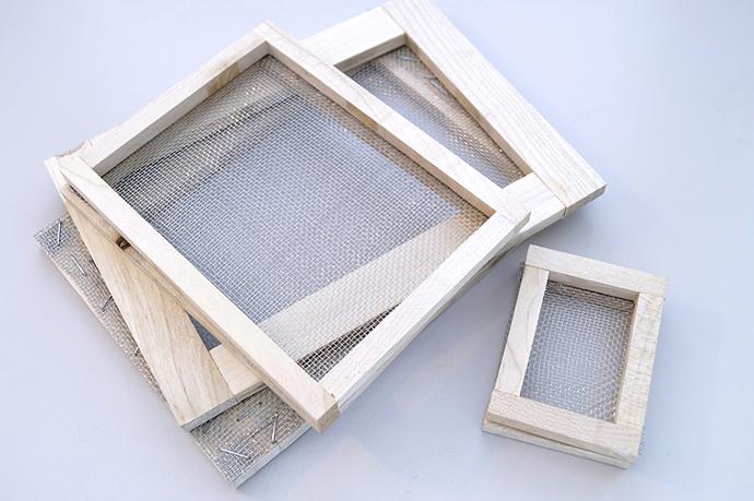 Selbstgenbaute Schöpfsiebe aus Holz mit Draht bespannt. 3 verschiedene Größen.