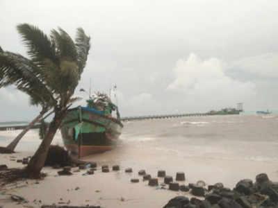 Cyclone Maha Crossing Lakshadweep Island.