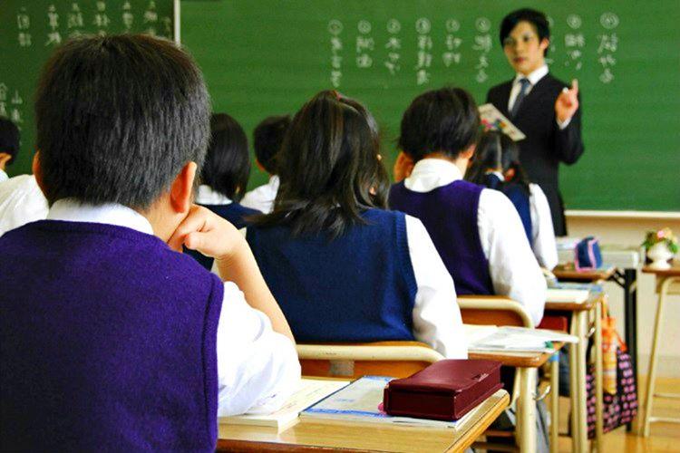 Japonya'da eğitim gören bütün öğrenciler okullarının tuvalet ve koridorlarını temizlemekle yükümlüdür.