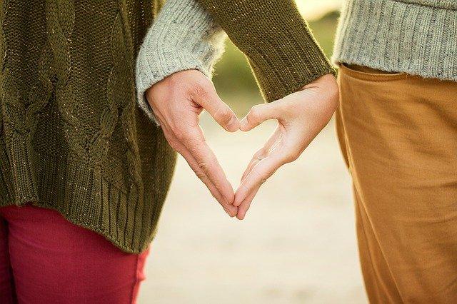 Pantun Romantis Tentang Cinta dan Rindu untuk Abang, Awas Jangan Baper!