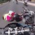 Ελληνίδα χωρίς κράνος και με μπικίνι πέφτει μαζί με τον οδηγό μηχανής σε δρόμο της Αθήνας