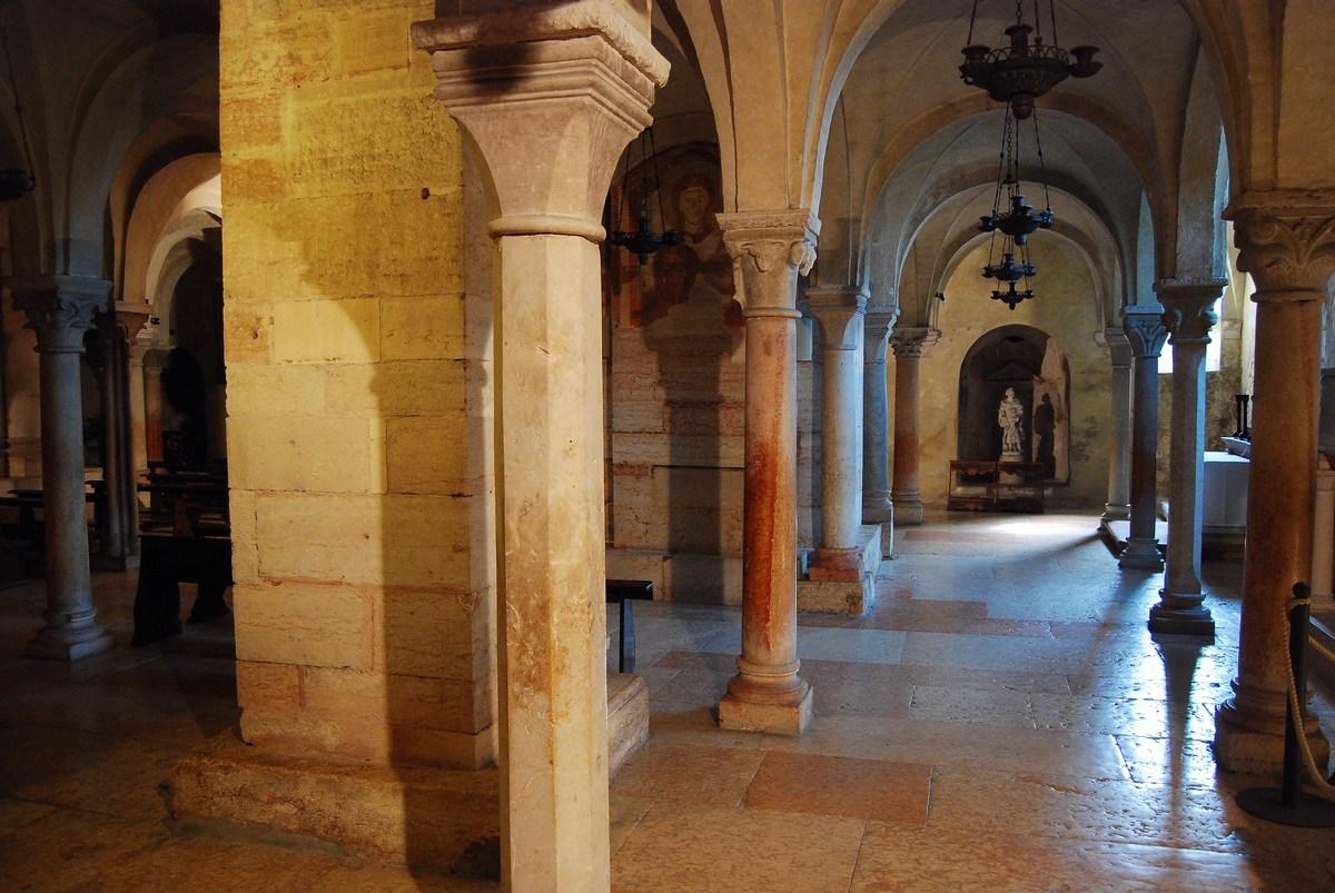 crypte basilique Saint Zenon