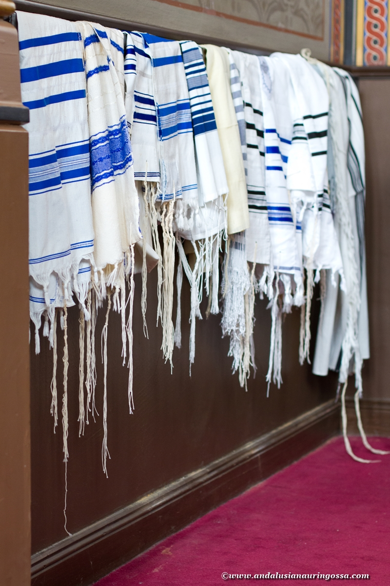 talliths at synagogue