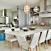 Cozinha contemporânea integrada a sala jantar em tons de cinza com ilha e aparador bar!
