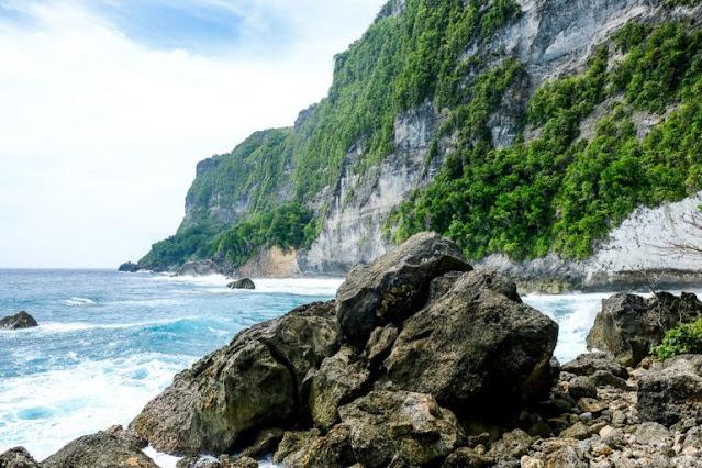 16 Pantai terbaik di Nusa Penida yang wajib Untuk Dikunjungi, batu siha beach