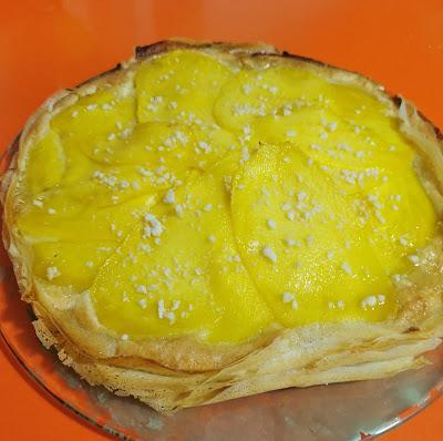 Tarta crujiente de mango