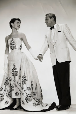In 1954 Hepburn was haunted by the collection of black and white colors by Givenshi with the film Sabrina