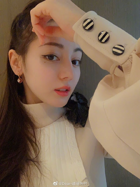 Dilraba Dilmurat: 'I Hope People Can Stop Bothering My Parents'