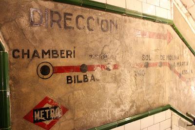 Cartel antiguo con las líneas de metro de Madrid