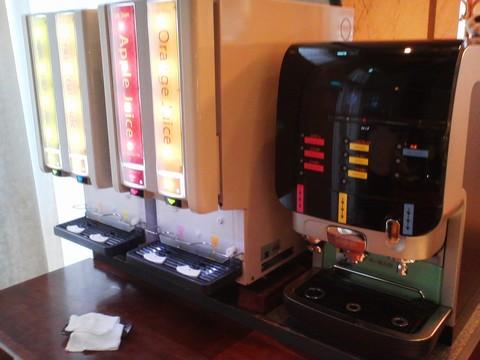 ドリンクコーナー:ジュース・コーヒー ホテルエミシア札幌カフェ・ドム