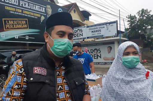Chaidir Syam dan Suhartina Bohari Terus Berbagi ke Warga Maros Selama Ramadan