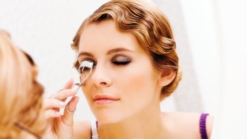 para terminar de maquillarse los ojos