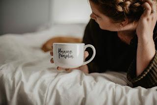 Kafein  merangsang sistem metabolisme dan sistem saraf tubuh untuk menahan rasa kantuk