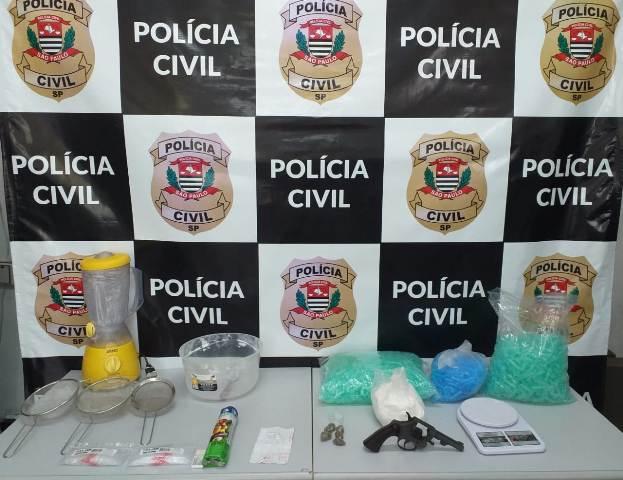 Polícia Civil apreende drogas e arma em imóvel utilizado como laboratório de drogas no Vale do Ribeira
