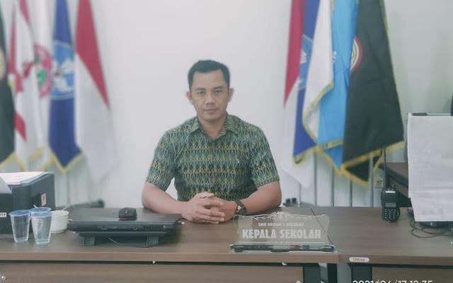 Kepala SMKN 1 Sekadau, Basep, S.Pd.