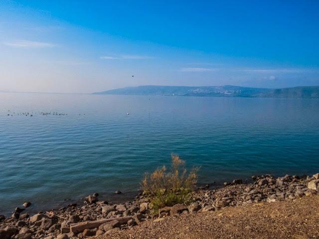 Bawah Laut Cairn Di Laut Galilea