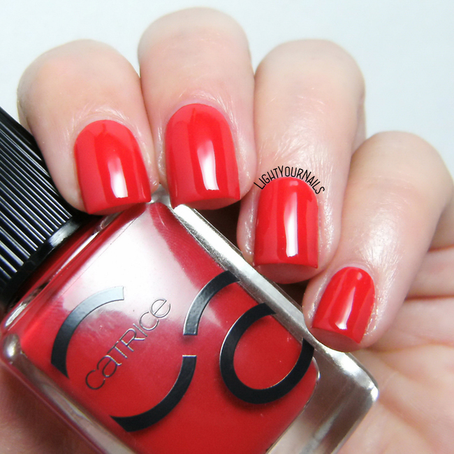 Smalto rosso Catrice ICONails 05 It's All About That Red nail polish