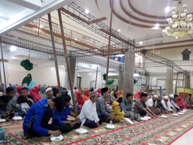 http://www.kabarmaspul.com/2016/12/jamaah-mesjid-hikma-ii-massenrempulu.html