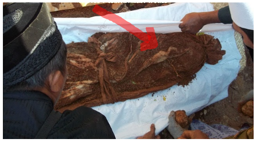 Beginilah Keadaan Mayat Setelah Dikuburkan... Perbanyaklah Amal Baik!!