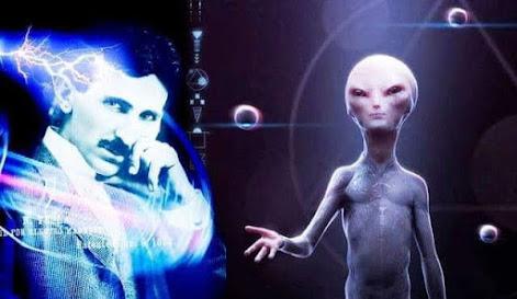 Thuyết âm mưu hiện nay vẫn còn đồn đoán nhà khoa học thiên tài Nikola Tesla là sứ giả của người ngoài hành tinh