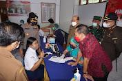 Vaksin Tahap 3 Dimulai, Bupati Gede Dana Ingin Sasar Semua Anak Usia 12-17 Tahun Hingga Pelosok Desa