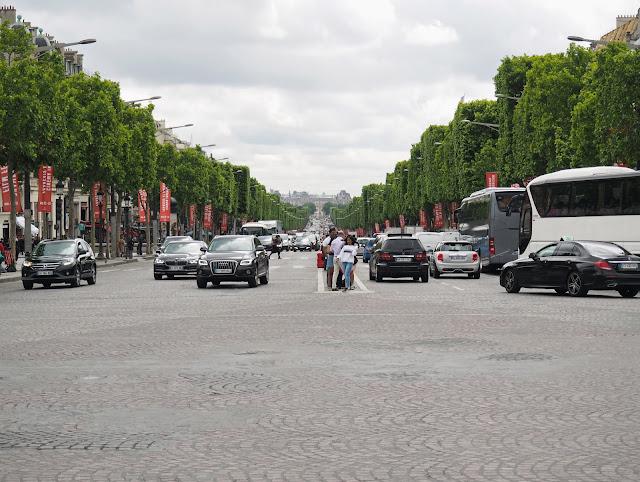 24 hours in Paris - Champs Elysees