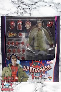 MAFEX Spider-Man (Peter B Parker) Box 01