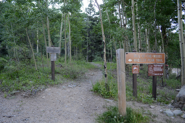 lots of signs at the trailhead