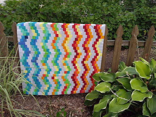 Quilt top with multicolor waves