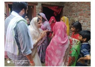 मुंह दिखाई में पति धनंजय सिंह के लिए वोट मांगने निकलीं श्रीकला सिंह, खूब मिल रहा जनता का प्यार | #NayaSaberaNetwork