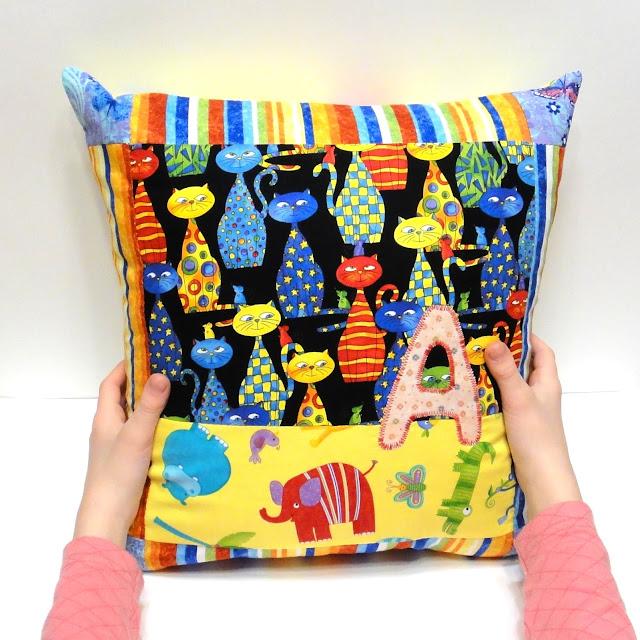Яркие подушки - персональные подарки для девочек. Натуральный хлопок, съемная наволочка. Ручная работа