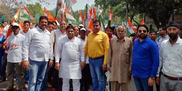 Congress leader Manoj Agrawal accompanied by supporters to Delhi to attend meeting
