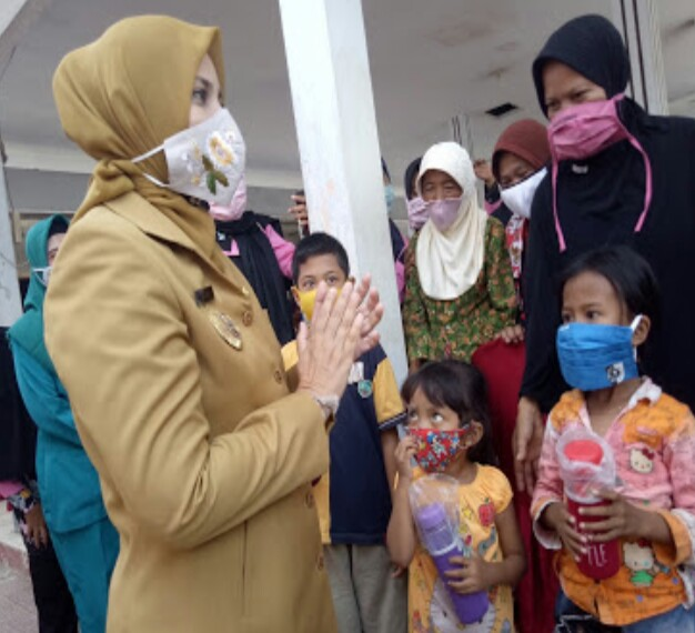 Cintai Anak Bangsa Bupati Aprisiasi Anak Bermasker Dimasa Pandemi,Bupati Berikan Hadiah.