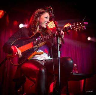 Santa Cruz Shopping apresenta show gratuito da cantora Luiza Balsini