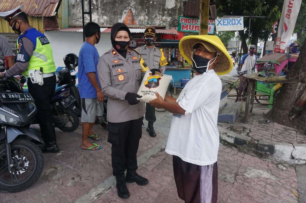 Polres Purbalingga Kembali Salurkan Bantuan Sosial Bagi Warga Terdampak Covid-19