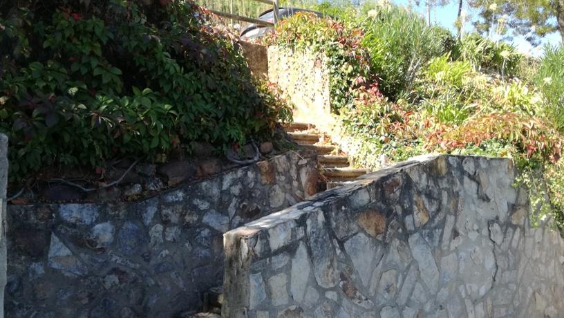 escadas de acesso á praia fluvial